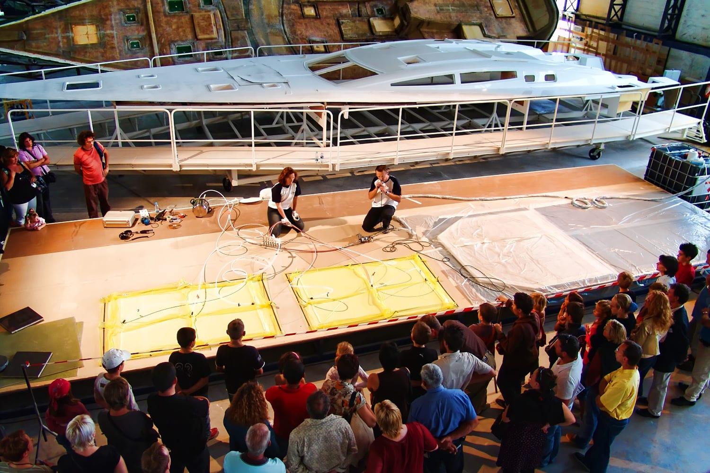 Conception et organisation d'une journée anniversaire à Bordeaux – 2300 pers (parcours métiers au sein de l'entreprise avec contenu différencié pour enfants et adultes, animations) suivi d'une soirée interne pour 800 personnes avec spectacle de 40 artistes et grand feu d'artifice